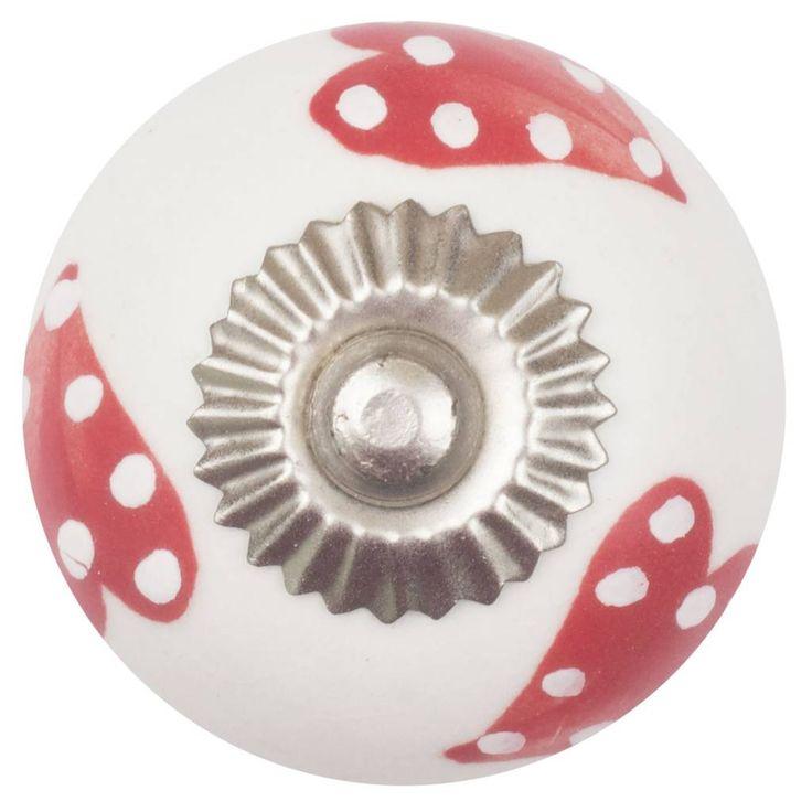 Porseleinen deurknop wit rode gestippelde grote harten. Deze knoppen zijn verkrijgbaar in verschillende kleuren en motiefjes.