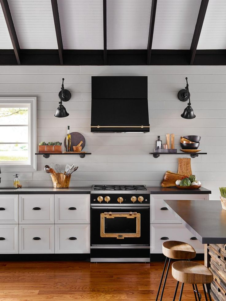 HGTV.com offers a look at the latest trends in kitchen appliances, including French door ovens, touch-and-swipe controls and retro-inspired designs.
