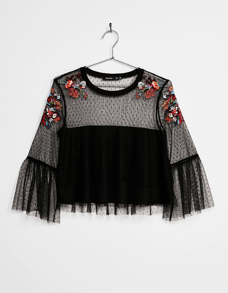 22€ Blusa plumeti flores bordadas - Camisas - Bershka España