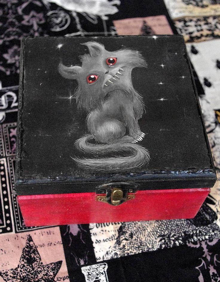 Caja de madera pequeña estilo gótico. Gato siniestro. Decoupage y pintada a mano. Joyero de madera. de Villaoscura en Etsy