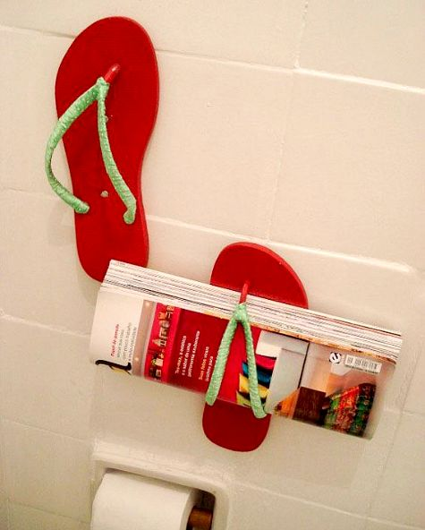Flip flop wall magazine holders! View all Flip Flop Decor Ideas for the Home here: http://www.completely-coastal.com/2013/05/flip-flop-crafts-decorations-home.html