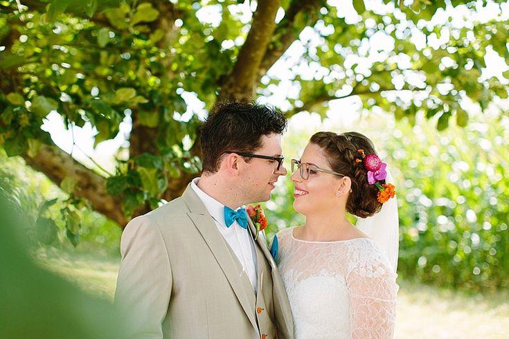 Hochzeitsportraits in der Mittagssonne unter einem schönen, schattigen Baum!  Brautstrauß in Pink, Orange und Koralle.  #hochzeitsfotografin #natürlich #wedding #weddingphotographer #hochzeit #hochzeitsfotos #alinelangefotografie #instawedding #heiraten2017 #dreamwedding #love #instacouple  #happy #mrright #mrsright #bride #youandme #bestdayever #braut2017 #braut2016 #instabraut #instabräute #instabride #instahochzeit #bräutigam