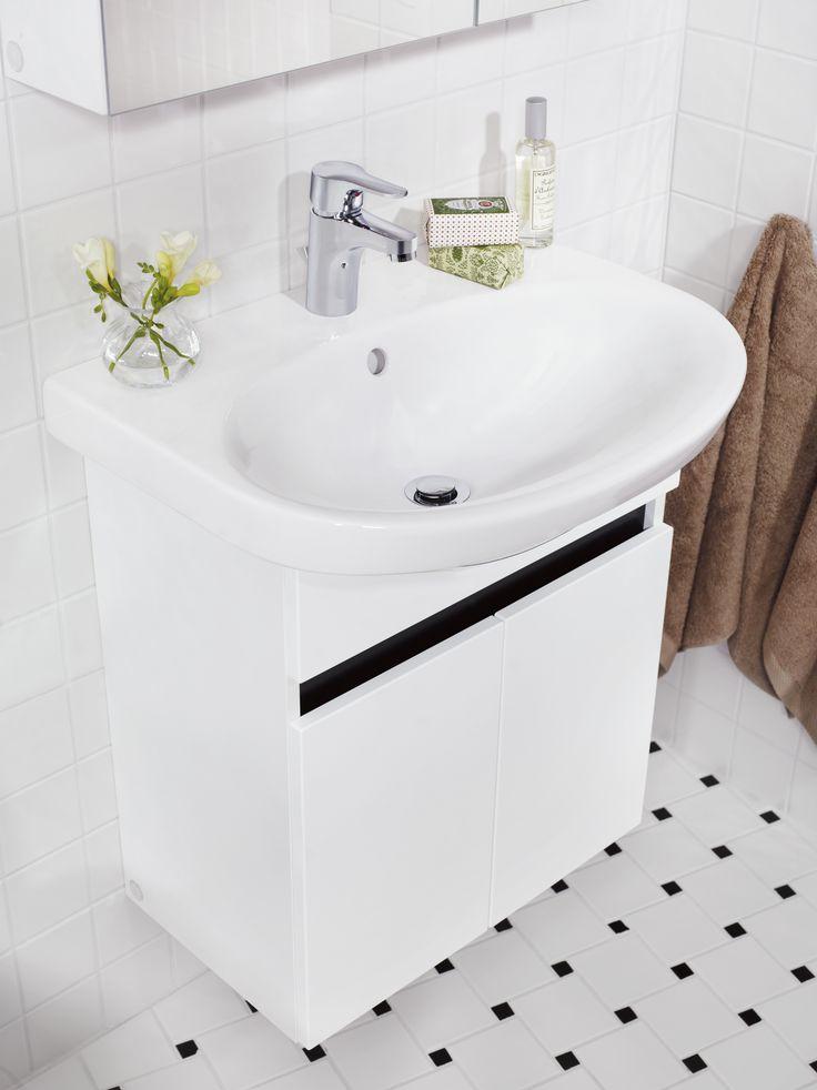 Tvättställ (>50 cm bredd) från Nautic. Stor bassäng och generösa avställningsytor.