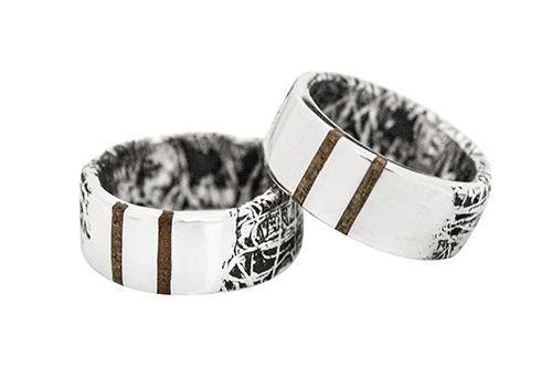 Ezüst gyűrűk, fa berakással. Szilas Judit, ötvös. Egyedi ékszerkészítés. Mail.: szilasjudit@gmail.com , www.szilasjudit.hu