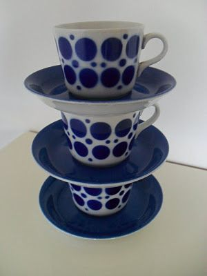 Pop (blue) Coffee cups & saucers from Arabia, Finland. 1950s.