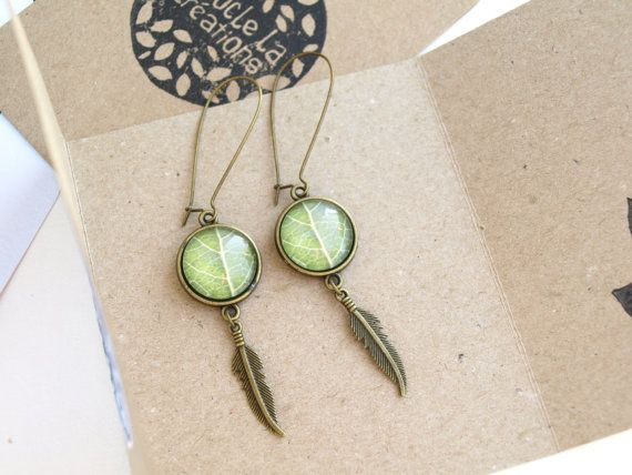 Boucles d'oreilles longues feuille verte par Bouclelacreations