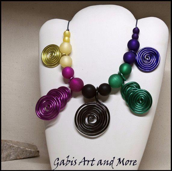 Ketten kurz - Kette - 5-farbig mit Alu-Spiralen  - ein Designerstück von Gabis-ArtandMore bei DaWanda