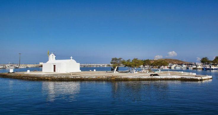 "Discover Villa ""Kedros Grand"", Naxos, Greece ! You can rent it ! #luxury #villa #rent #holidays #greece #vacances #grece #alouer #aroomwithaview #sea #bedroom #decoration #swimmingpool #beautiful #sunset #luxuryvilla"