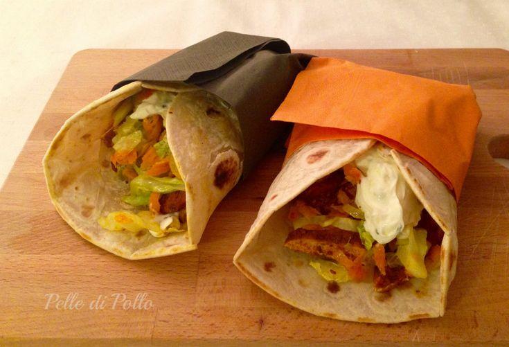 Piadine messicane ripiene con petto di pollo piccante, verdure e cremosa salsa. Veloci e sfiziose, perfette per la cena di tutta la famiglia.