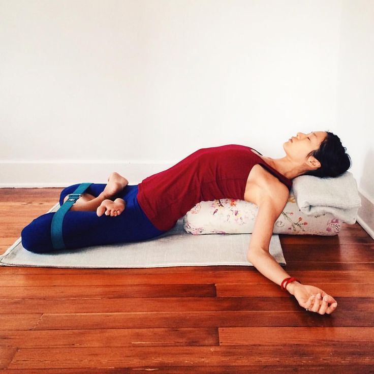 Yoga for Menstruation This is reclined lotus pose or Matsyasana on a bolster. Start seated & 163 best bolster images on Pinterest | Yoga bolster Yoga props ... islam-shia.org