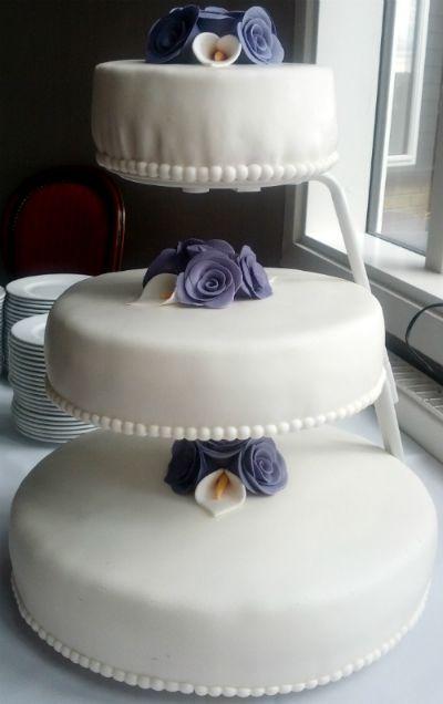 Bryllupskage med hindbærmousse og astimousse