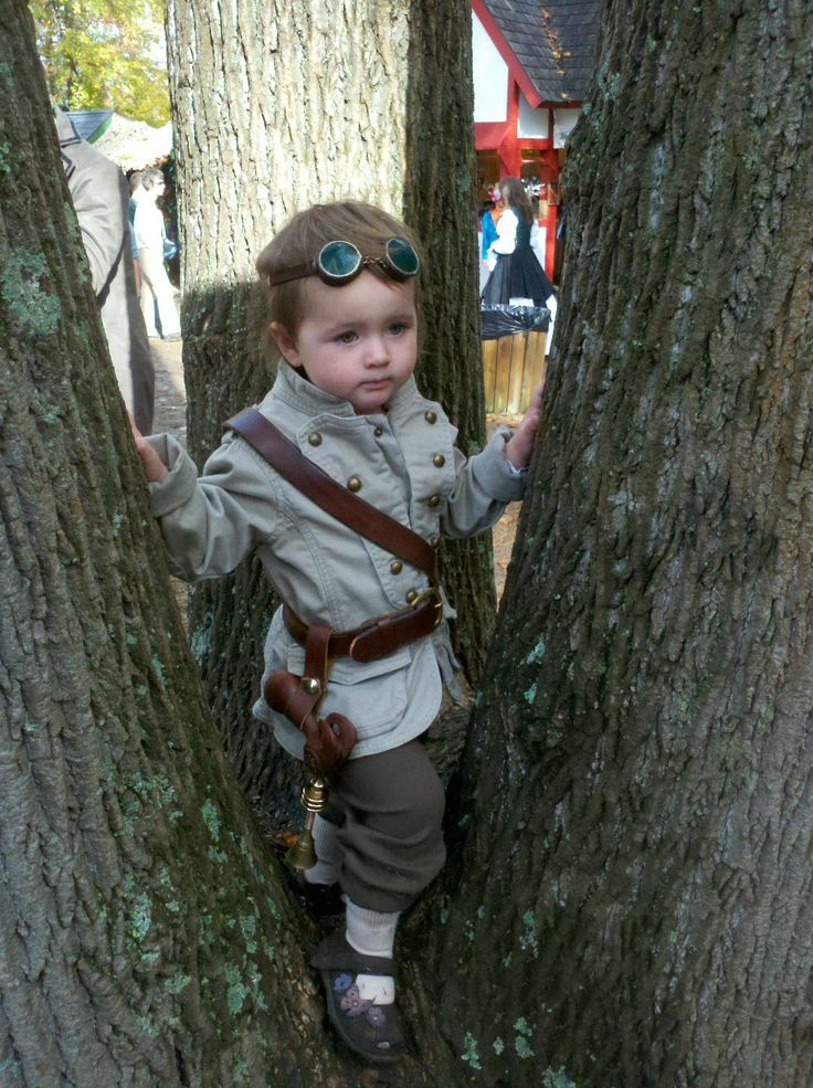 Too cute! Adorable 2 yo Steampunk explorer, posted at Reddit: http://www.reddit.com/r/steampunk/comments/11wedc/steampunk_toddler/