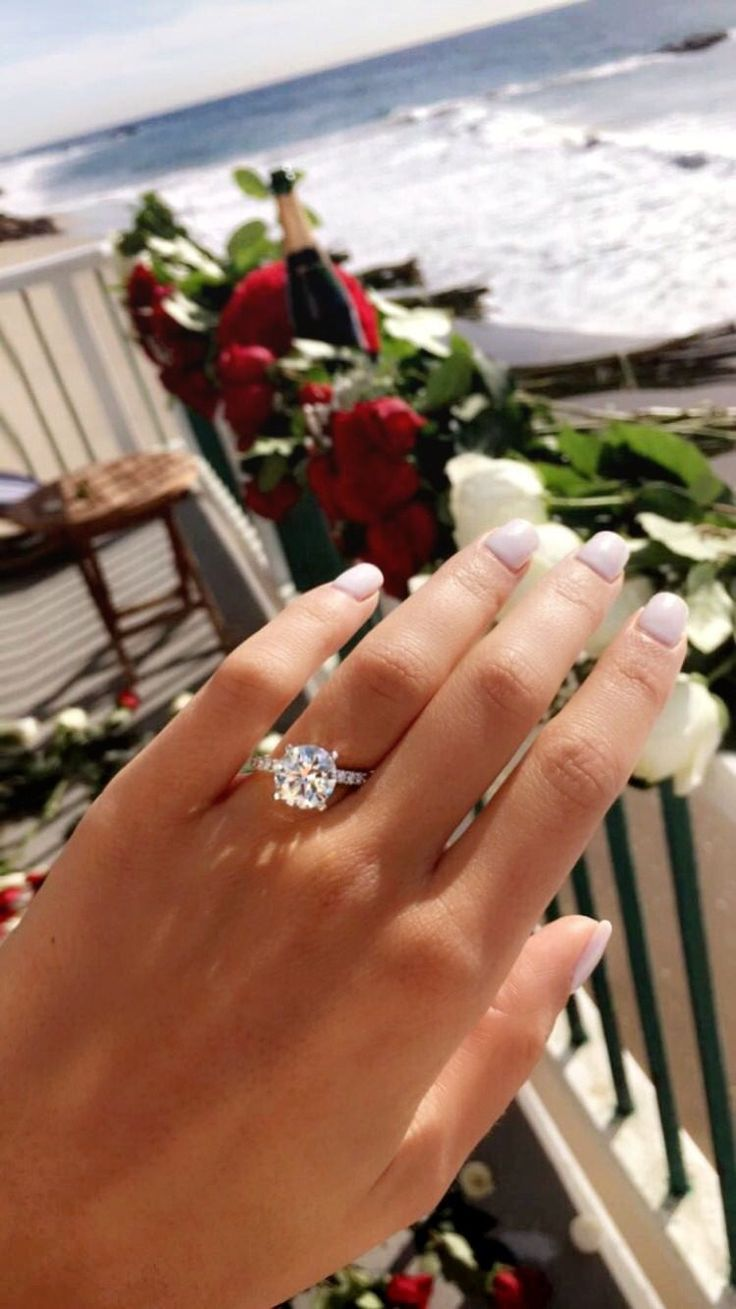 Hello, sparkles! This might be the most stunning engagement ring ever.
