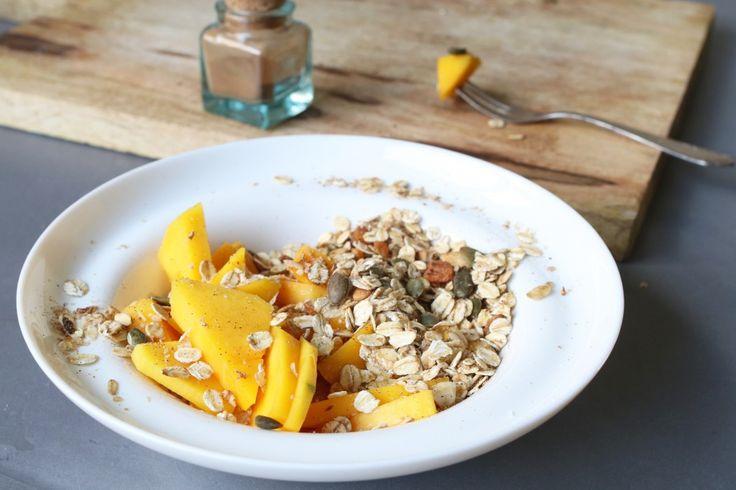 Mango bowl met kaneel granola , Gezonde ontbijt recepten, Ontbijten zonder brood, Glutenvrije ontbijtjes, Slanke ontbijt recepten, Gezonde foodblogs, Glutenvrije foodblogs, Havermout ontbijt recepten, Snel en gezond ontbijten