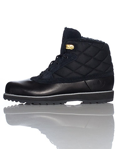 adidas Mid top men's winter boot Quilted material upper for warmth Faux fur inner lining Lace up closure Extra off-white shoe laces included