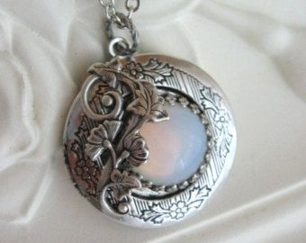Mond Halskette Silber Medaillon Halskette von CharmedValley auf Etsy