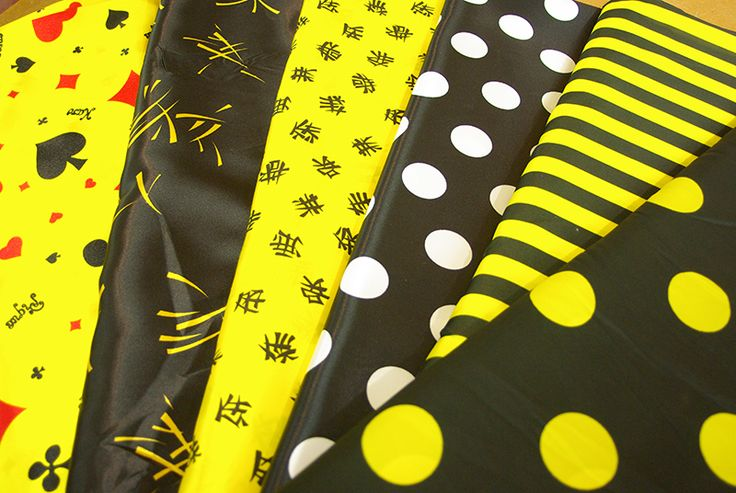 Tissus colorés pour vos costumes de carnaval. Disponibles au rayon Couture & Haute Couture de votre magasin Ellen Décoration.