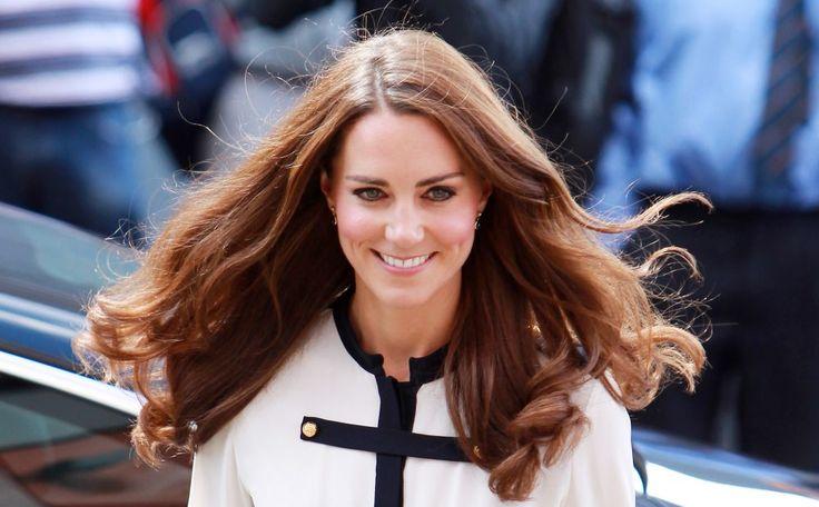 Zó krijg je het kapsel van hertogin Kate. De Chelsea Blow Dry is niet eenvoudig.