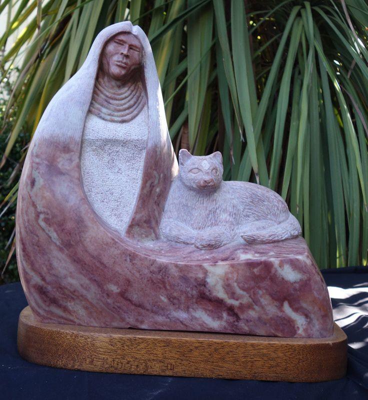 Мраморная  скульптура индеец с РЫСЬЮ ~ племя Зуни V. Paquin ~ высеченный ~ подписанная; редкая большой размер