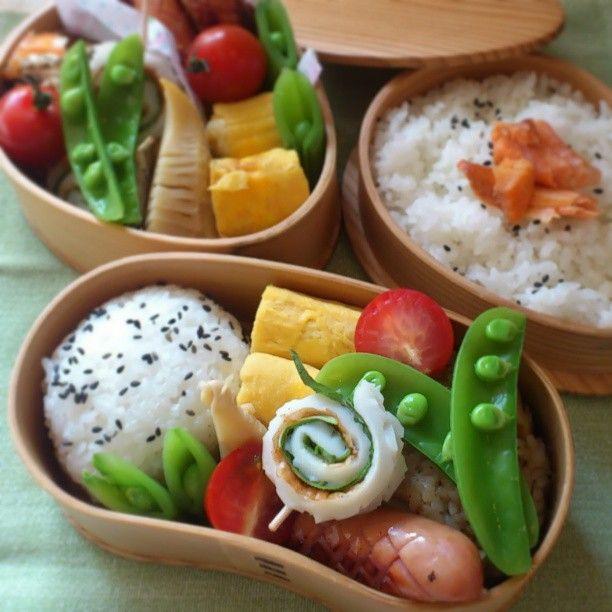 Twitter from @_ik_s Photo: 今日の #お弁当 。おにぎり、卵焼き、くるくるちくわ、スナップえんどう、ウィンナー、筍など。 #obentoart …出勤初日からお弁当持ってくのって変かな!??