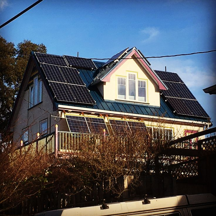 Learning about energy efficient homes today @passivehousecan met with the owner of a self renovated net-zero home (no hydro costs) and a newly built passive house. Very cool and exciting to see the BC Government taking steps to having building codes move towards these standards. #energyefficienthomes #sustainabledesign #netzero #greenhome #solarenergy #passivehouse