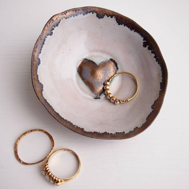 Are you interested in our Valentines ceramic ring dish? With our gold heart pottery Valentines dish you need look no further.