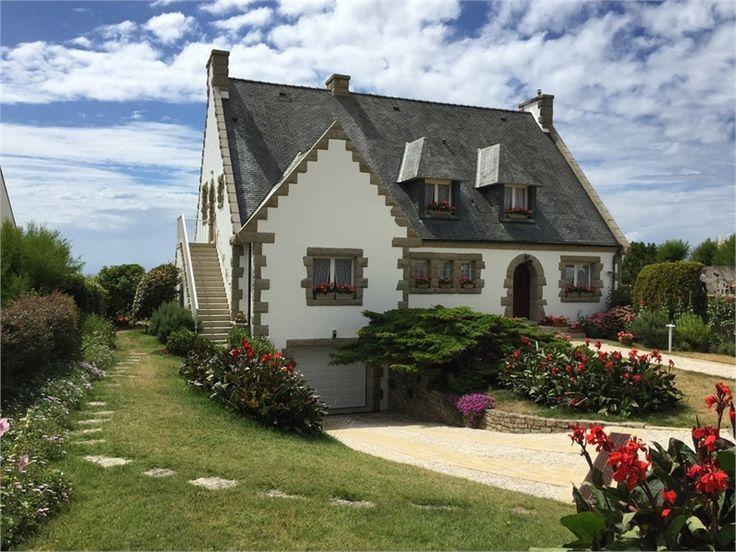 Maison de caractère recherche acquéreur. A vendre chez Capifrance et située à Le Pouldu, cette propriété offre une vue panoramique d'exception !     Plus de 200 m² habitables et 1300 m² d'un terrain paysager.    Plus d'infos > Philippe Le Vaillant