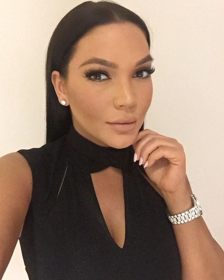 """Jessica Parido on Instagram: """"Celfie game thank you @sunstudiola for bronzing me even on a rainy day"""""""