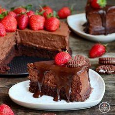 Yoğun çikolatasına rağmen hafif ve çok lezzetli bir pasta.