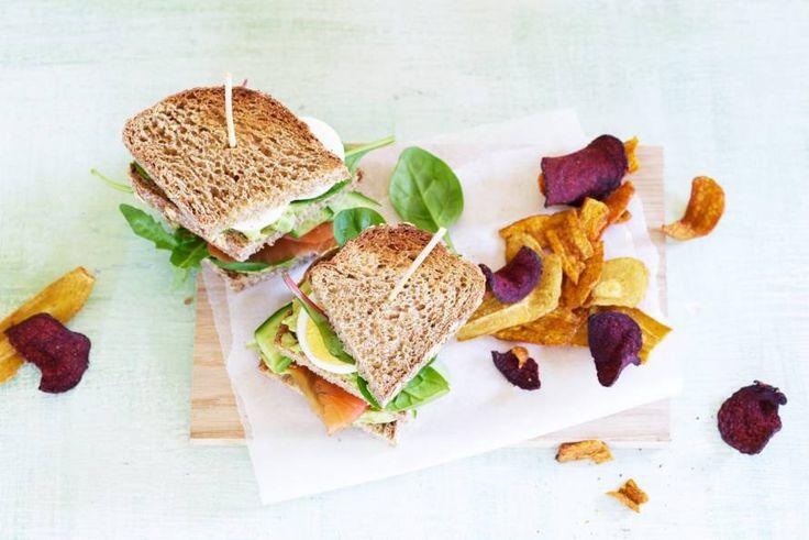 Lunch eens luxe met deze rijkgevulde, dubbeldikke sandwich vol smaken - Recept - Allerhande