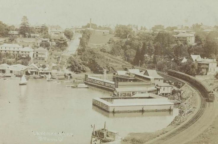 Lavender Bay Baths,in northern Sydney in 1910.