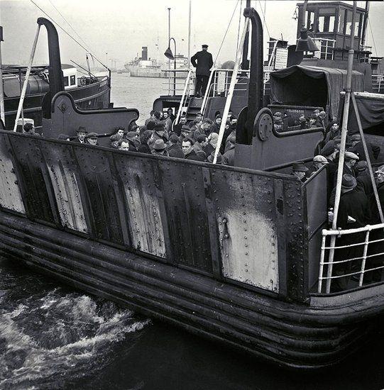 De veerpont over het IJ in de jaren 50
