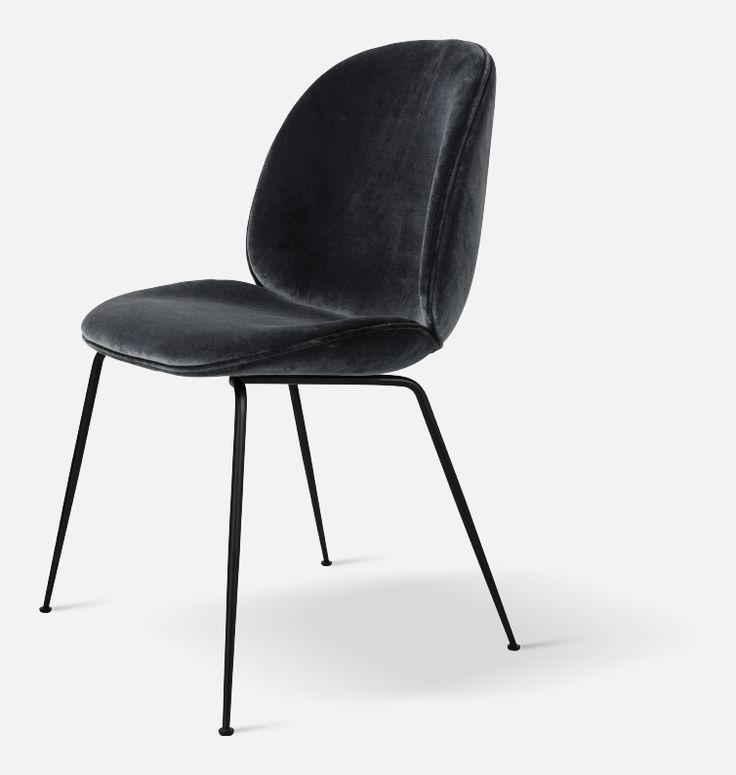 Gubi Beetle Chair i sammet med ben av mässing
