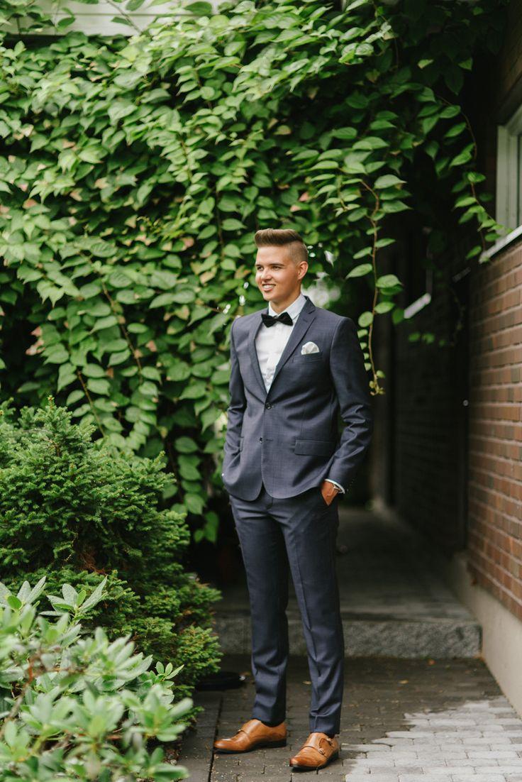 classic modern wedding suit tiger of sweden Julia Lillqvist | Anna and Jani | Bröllop Stundars | http://julialillqvist.com