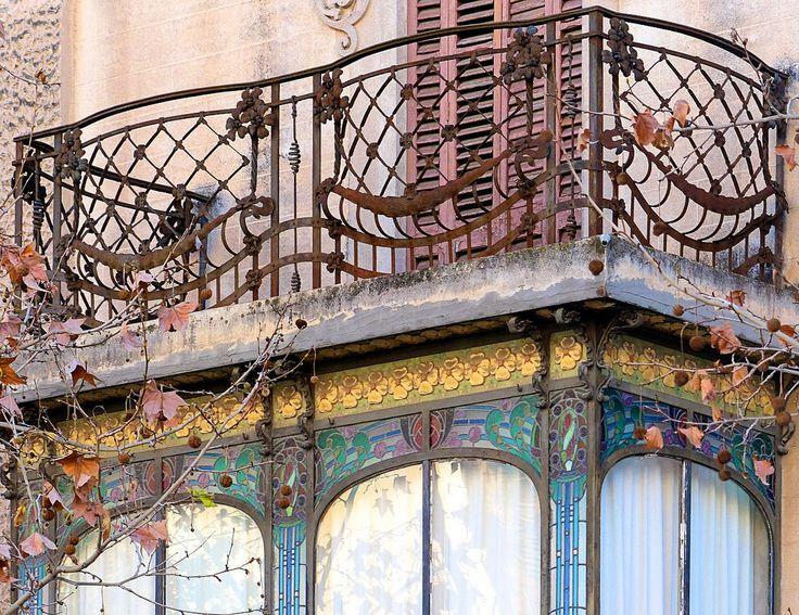 Casa Torres i Casals  1909  Architect: Santiago Güell i Grau