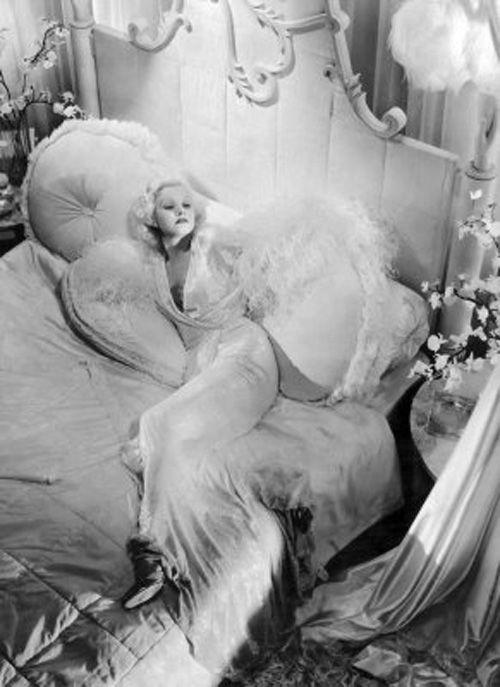 Cinema Style File--the 1930s Glamour of Jean Harlow | GlamAmor: A Mini-Saia Jeans, Vintage Vanities, Jean Harlow, Jeanharlow, Hollywood Regency, Glam Bedrooms, Jeans Harlow, Photo, Old Hollywood Glamour