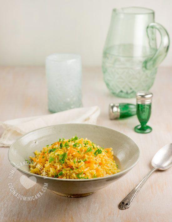 Arroz Amarillo con Zanahoria y Cebolla - Receta & Video: A veces cocino más arroz blanco del que necesito, esta es una rica forma de reusar el arroz sobrante.