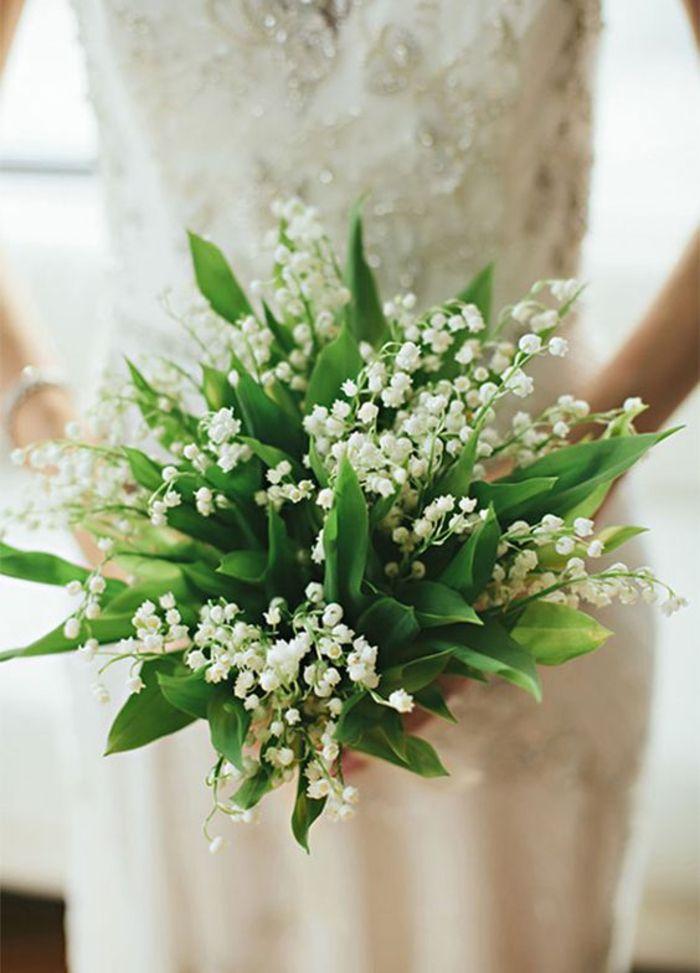 wunderschöner Brautstrauß in Weiß und Grün, Maiglöckchen, Frühlingshochzeit