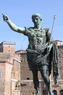 Keizer Augustus. http://maaikezijm.com/2013/12/11/bestuur-in-het-romeinse-rijk/