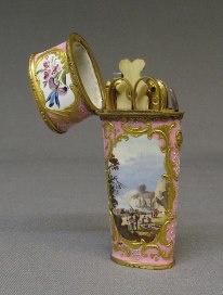 Precioso neceser de cobre esmaltado - El Museo Metropolitano de Arte.