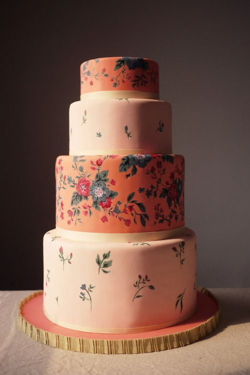 Doesn't this cake look like floral wallpaper? Incredible.