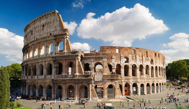 Envie d'admirer le célèbre Colisée, de visiter les ruines de la Rome antique, de flâner place Saint-Pierre ou de faire un voeu à la fontaine de Trévi? Direction Rome en Italie. Voici tous nos conseils et idées pour préparer votre voyage.