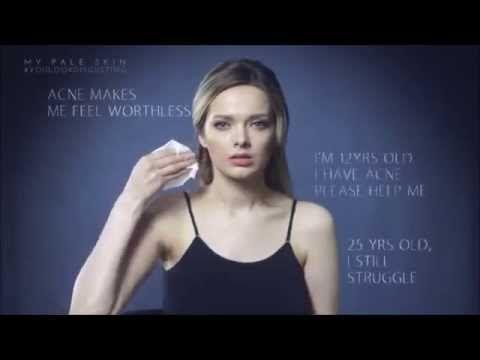 """A inglesa Em Ford, autora do blog My Pale Skin (Minha Pele Pálida, em tradução literal) sobre maquiagem e estilo, disse ter ficado """"chocada e enojada"""" com alguns comentários deixados em seus vídeos."""