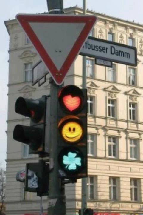 Kreuzberger sind verspielt und ein bisschen eigensinnig >> Cute Traffic Lights in Berlin