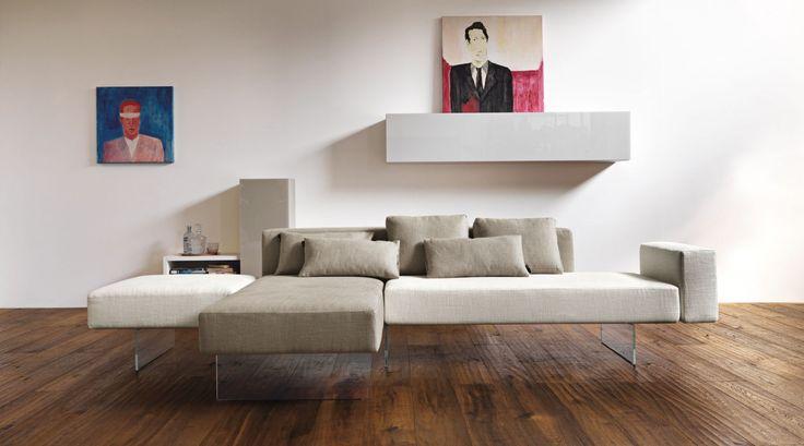 Air Sofa van #Lago is een #bank met tal van mogelijkheden. Door het modulaire systeem kunt u elke gewenste opstelling kiezen én veranderen. Het glazen onderstel creërt een ruimtelijk en zwevend effect. #GilsingWonen #design #wooninspiratie