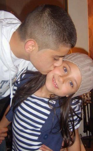 I am like crying right now. Zayn Malik's little sister was just diagnosed with cancer. :( Dtay string beautiful girl! #PrayForSafaa < what the hell? No she wasn't! That's an old rumor !!<<<< :- 