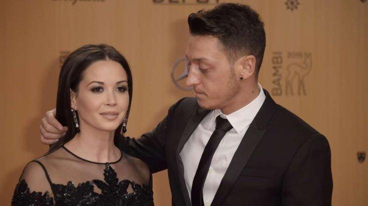 Mesut  Özil und Mandy Capristo wieder ein Paar!Bambi