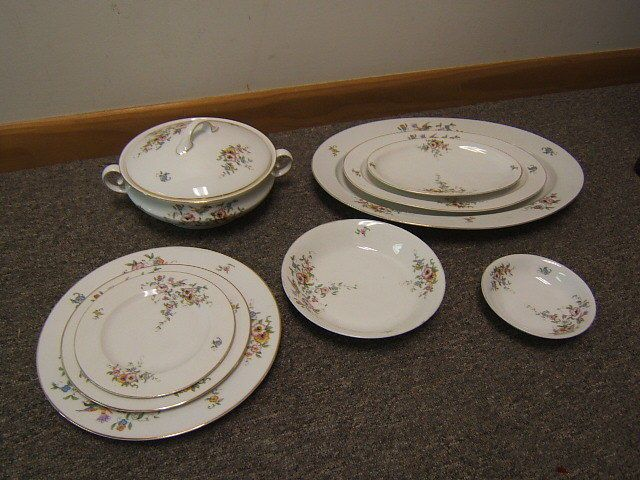 vintage hutschenreuther selb bavaria china 25 pcs hut418 bird floral w gold rim. Black Bedroom Furniture Sets. Home Design Ideas
