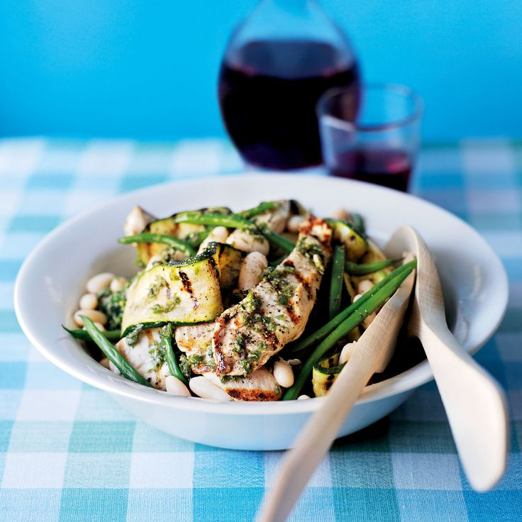 Looking for a new chicken recipe? This easy salad is oh so tasty