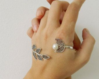 This is a beautiful one of a kind Elegant Filigree palm bracelet. It is a unique handmade piece of jewelry, made with lots of care and love and its ideal for daily casual or night wear. Its a combination of filigree elements made from fine 980 silver wire and oval rose quartz gemstone.  The size of the filigree palm cuff is around 19 cm long. Its an open bracelet, so its adjustable.   Our jewelry comes in a gift box.  FILIGREE Filigree is one of the oldest and most beautiful art forms ……its…
